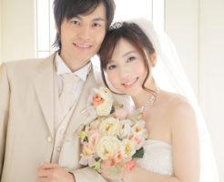 結婚式を迎えた夫婦
