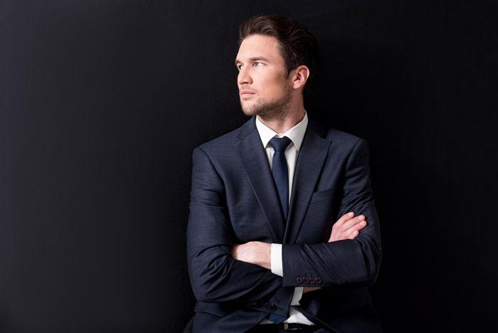 スーツの似合う外国人男性