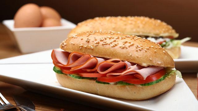 ハム入りのサンドイッチ